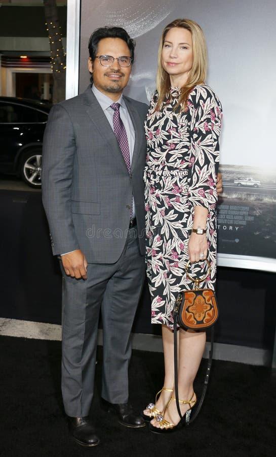 Michael Pena och Brie Shaffer royaltyfri bild