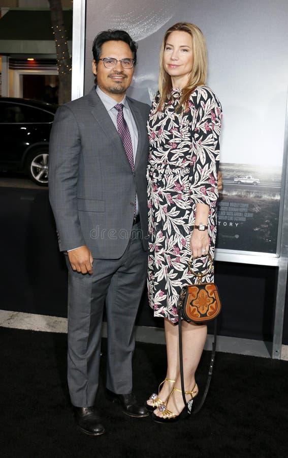 Michael Pena och Brie Shaffer royaltyfri fotografi
