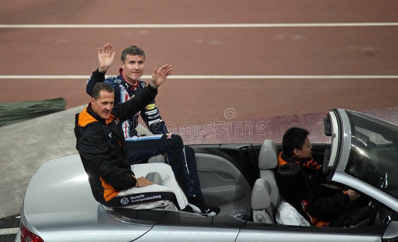 Michael Schumacher (GER) e David Coulthard (GB) imagens de stock