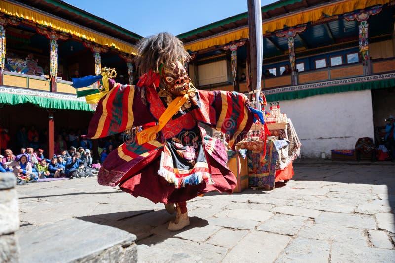 Michaelici wykonują religijnego zamaskowanego buddhistic tana podczas Mani Rimdu festiwalu w Tengboche monasterze obrazy stock