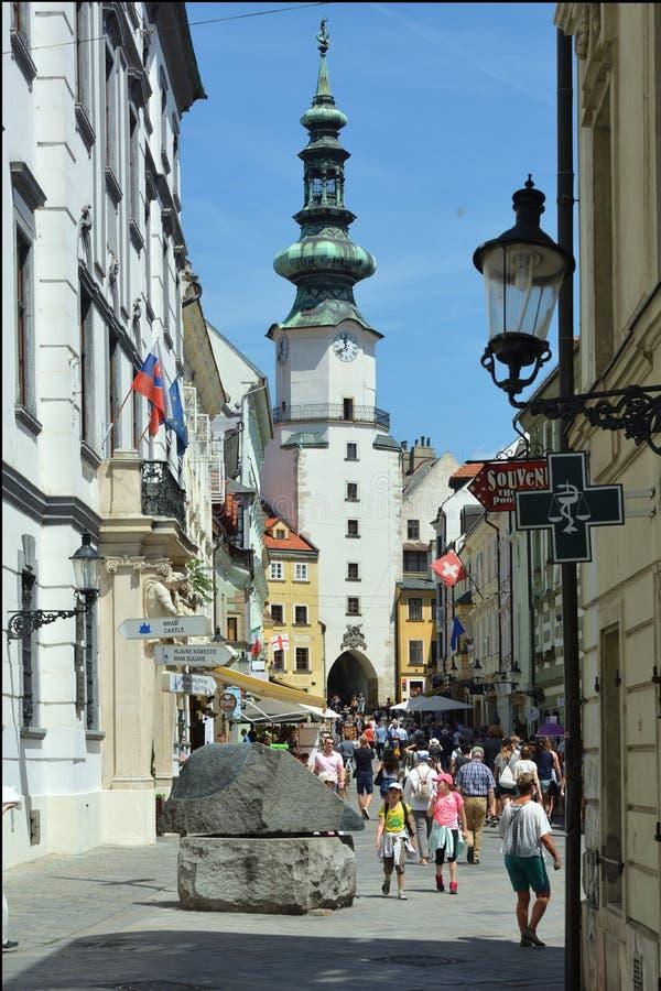 Michalska街道和迈克尔` s门在布拉索夫-斯洛伐克 免版税库存图片