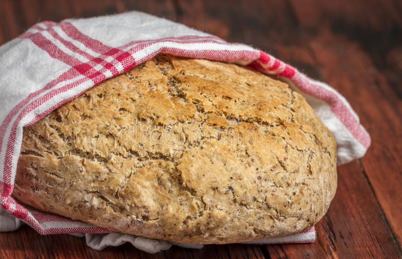 Miche de pain faite avec des malts de bière images libres de droits