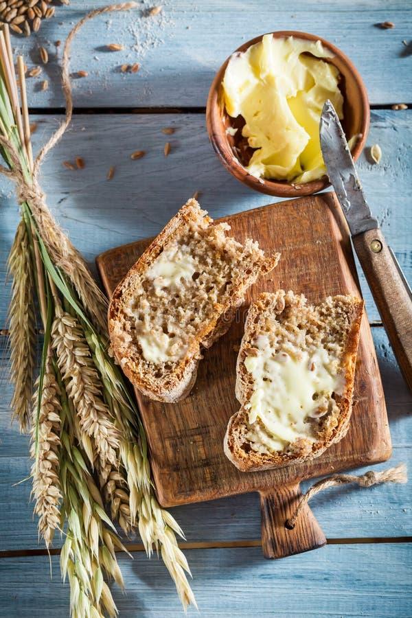 miche de pain savoureuse avec plusieurs grains pour le petit d jeuner photo stock image du. Black Bedroom Furniture Sets. Home Design Ideas