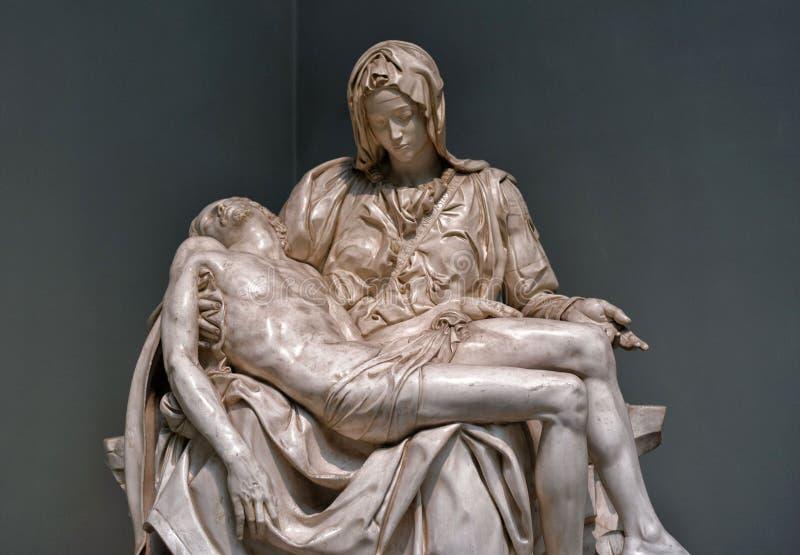 Michelangelo Buonarroti, arte italiano del siglo XVI del Pieta de las esculturas fotos de archivo