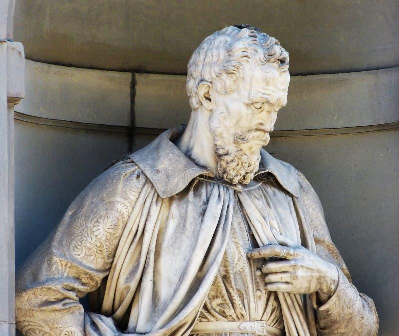 Michelangelo Buonarroti, statua w Uffizi galerii podwórzu, Florencja, Włochy zdjęcia royalty free
