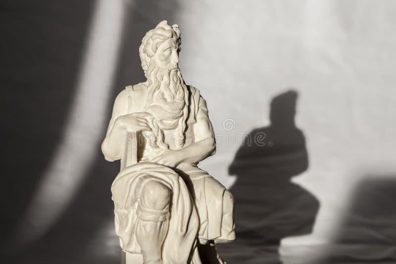 Download Michelangelo Moses-beeldhouwwerk, Zeer Populair Als Herinnering Van Rome Stock Afbeelding - Afbeelding bestaande uit vriend, bijbels: 107706349