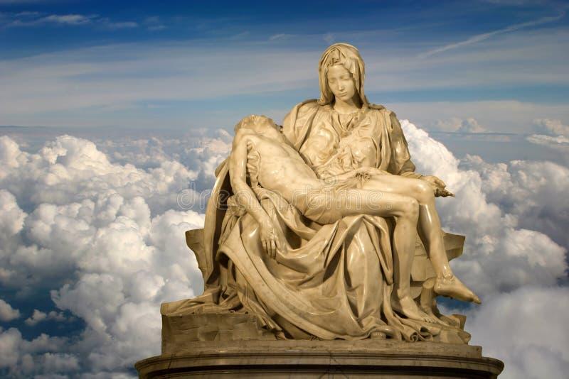 Michelangelo - Pieta y el cielo imágenes de archivo libres de regalías