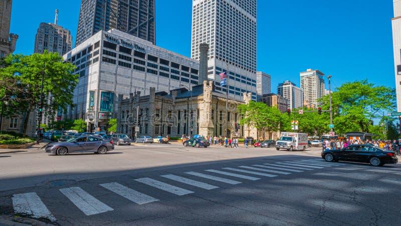 Michigan-Alleen-Straßenecke am Wasser bearbeitet haus- CHICAGO, USA - 12. JUNI 2019 lizenzfreie stockfotografie