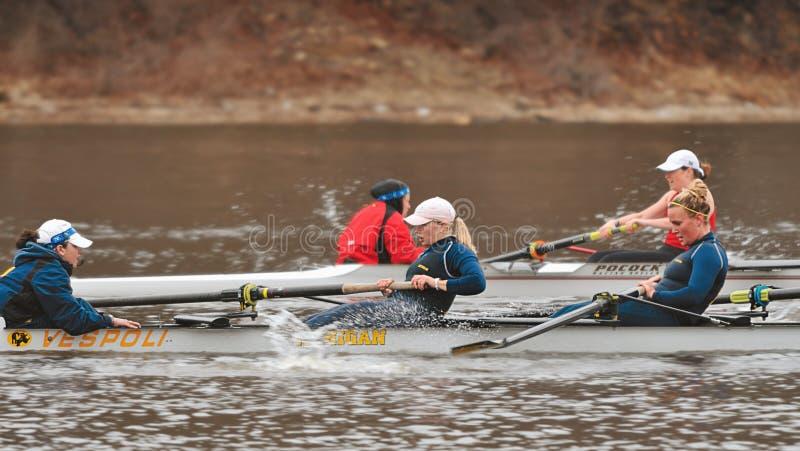 Michigan contra Louisville - Rowing de las mujeres imágenes de archivo libres de regalías