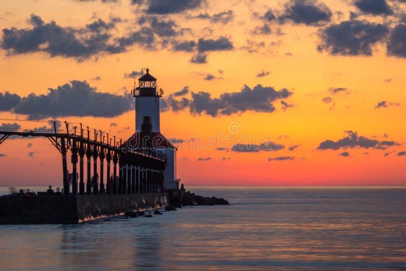 Michigan miasta Pierhead Wschodnia latarnia morska Po zmierzchu obrazy royalty free