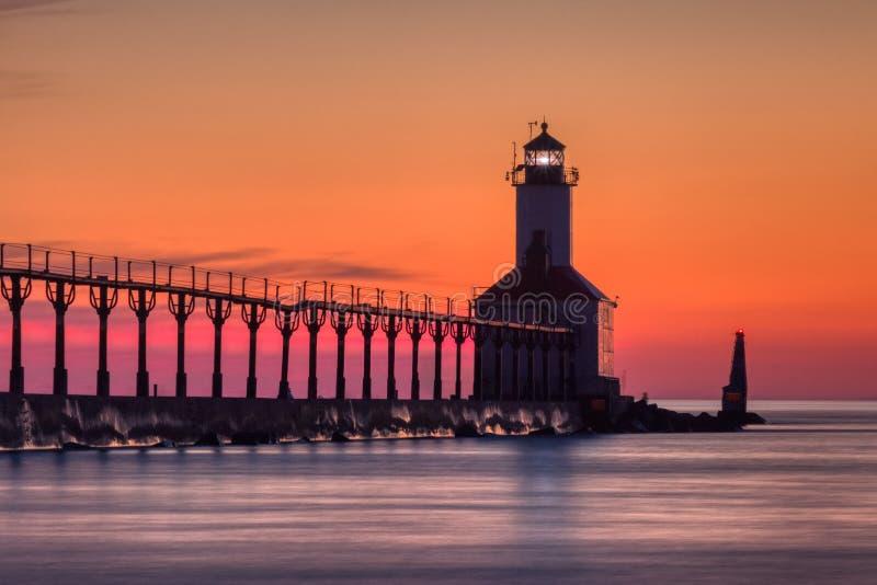 Michigan miasta Pierhead Wschodnia latarnia morska Po zmierzchu zdjęcie royalty free