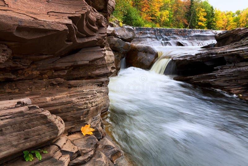 Michigans fällt obere Halbinsel-Goldgrube in Herbst stockfoto
