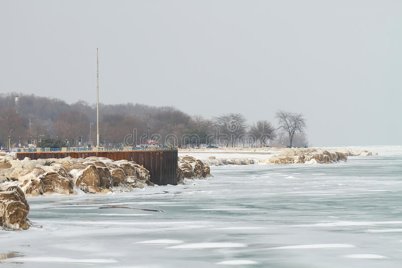 Michigansee, Milwaukee, WI, USA im Februar. stockfotografie