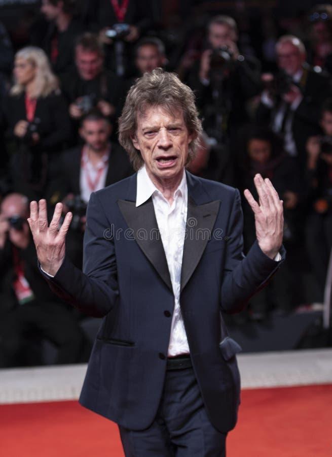 Mick Jagger marche sur le tapis rouge images libres de droits