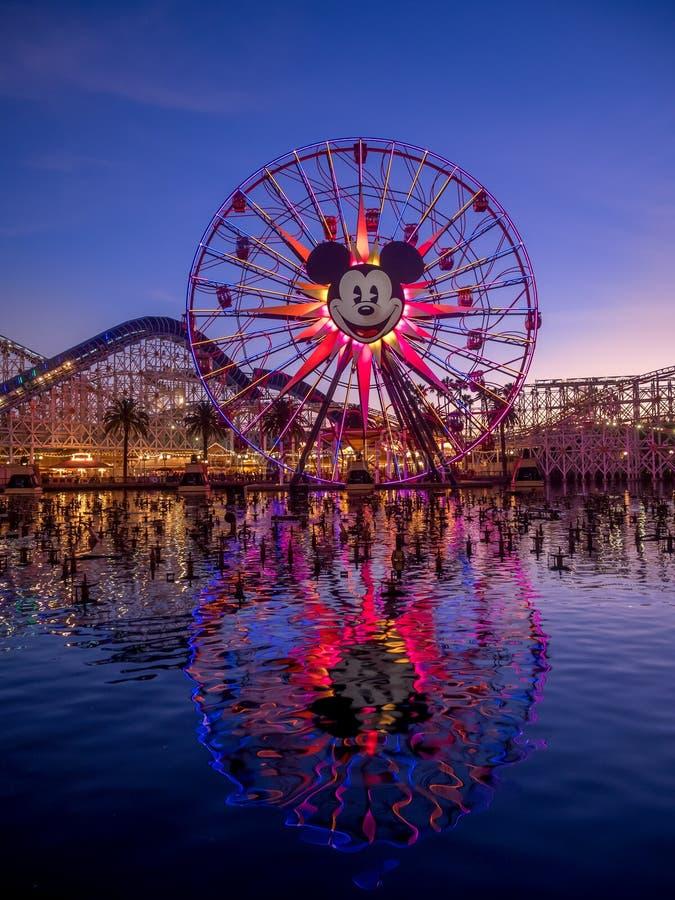 Mickey的乐趣在天堂码头的轮子乘驾在迪斯尼 免版税图库摄影