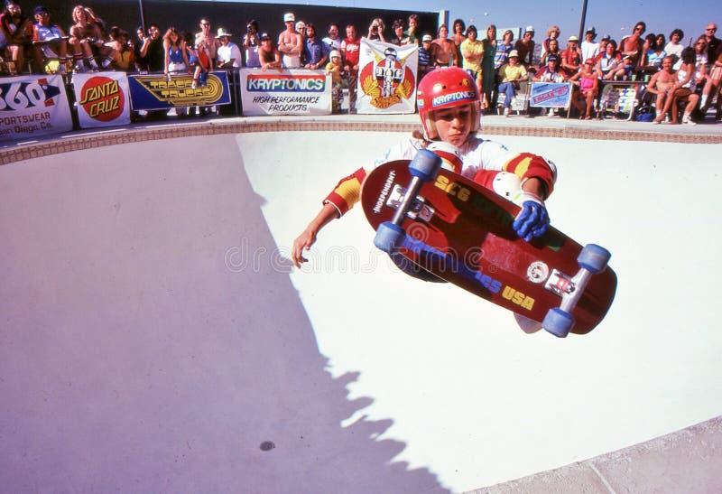 Mickey Alba die lucht in de pool vangen bij Oase stock foto