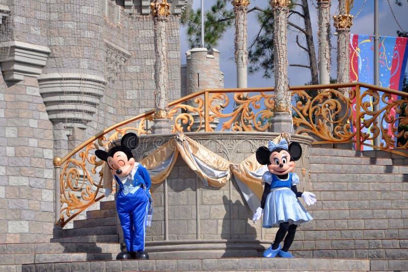 Mickey en Muis Minnie in de Wereld van Disney stock afbeeldingen