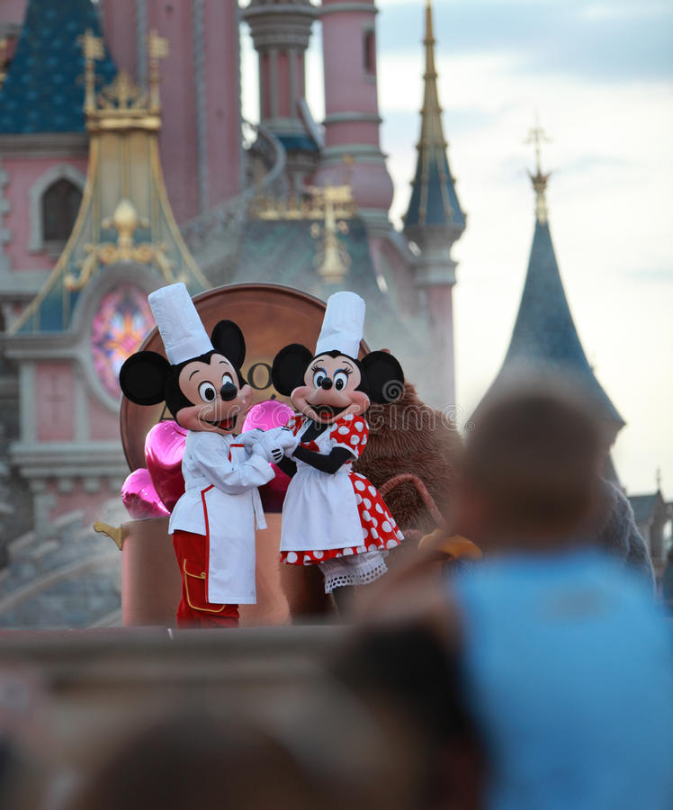 Download Mickey & Minnie Mouse editorial image. Image of castle - 18059100