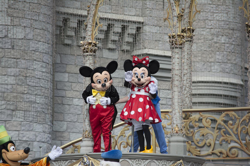 Mickey Mouse e Mini Mouse On Stage no mundo Orlando Florida de Disney fotografia de stock