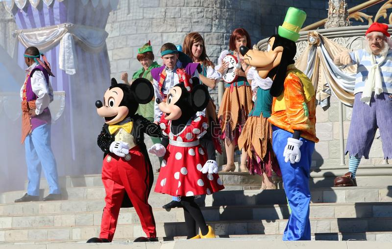 Mickey Mouse en Vrienden op Stadium bij Disney-Wereld Orlando Florida royalty-vrije stock foto's