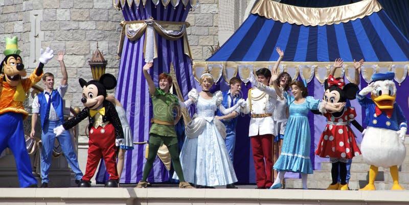 Mickey Mouse et amis sur l'étape au monde Orlando Florida de Disney photo libre de droits