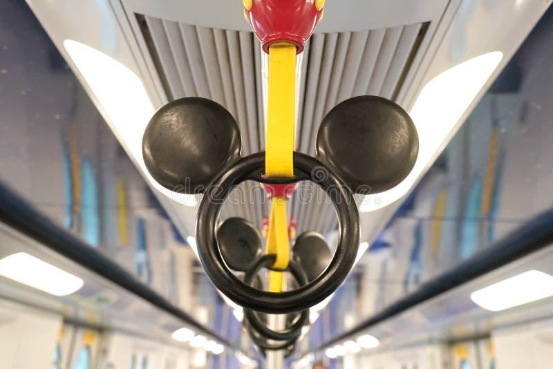 Mickey Mouse rękojeść w MTR Disney temacie w Hong Kong obraz royalty free