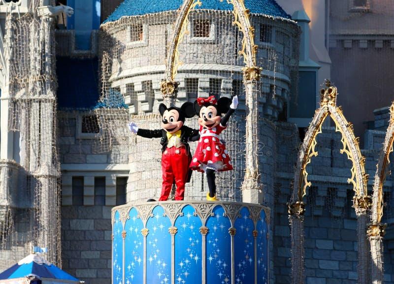 Mickey och Minnie Mouse på etapp på den Disney världen Orlando Florida