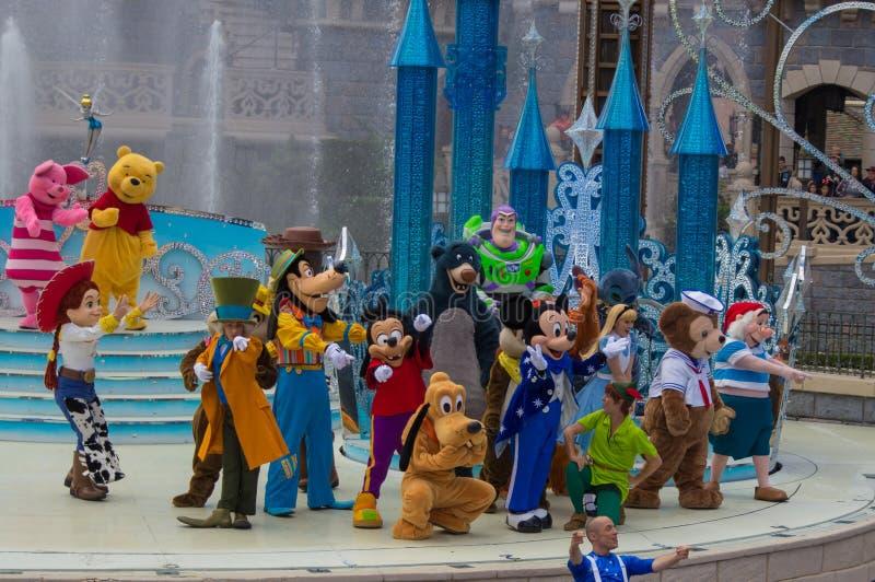 Mickey teraźniejszość: Szczęśliwy Rocznicowy Disneyland Paryż zdjęcia royalty free