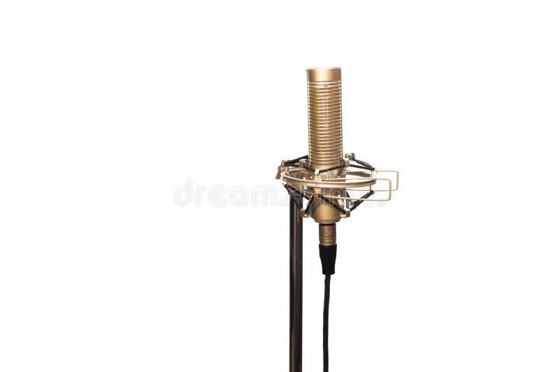 Micrófono de cinta con el cable, la montura antichoque y el soporte aislados en blanco fotografía de archivo libre de regalías