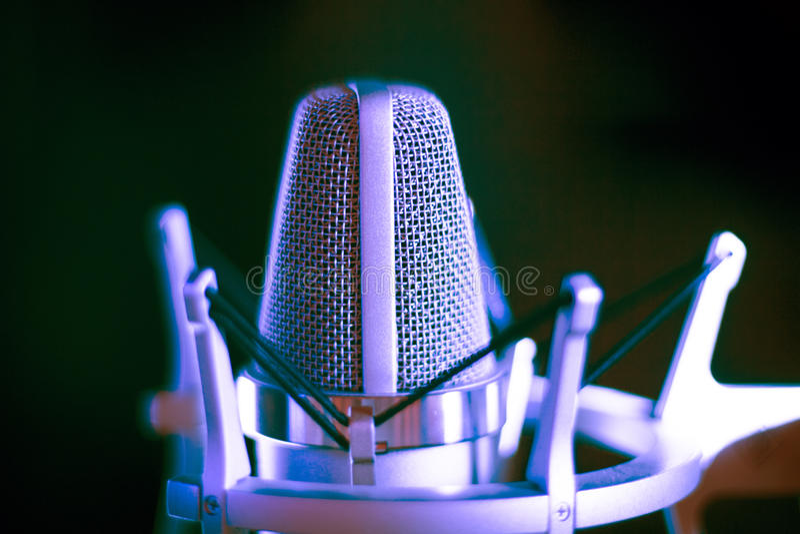 Micrófono de la voz superpuesta del estudio fotos de archivo libres de regalías