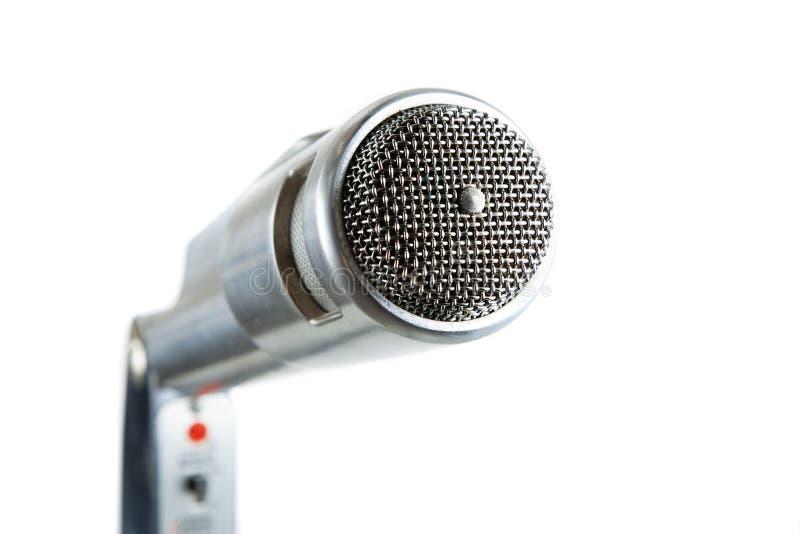 Micrófono de plata de la vendimia en blanco. fotografía de archivo libre de regalías