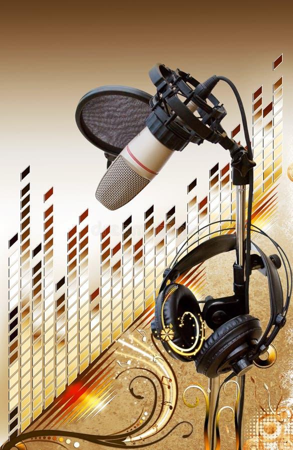 Micrófono del estudio con el equalizador sobre floral imagen de archivo
