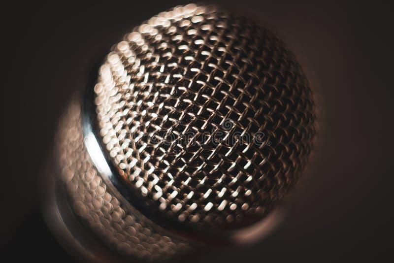 Micrófono del vintage en etapa Primer foto de archivo libre de regalías