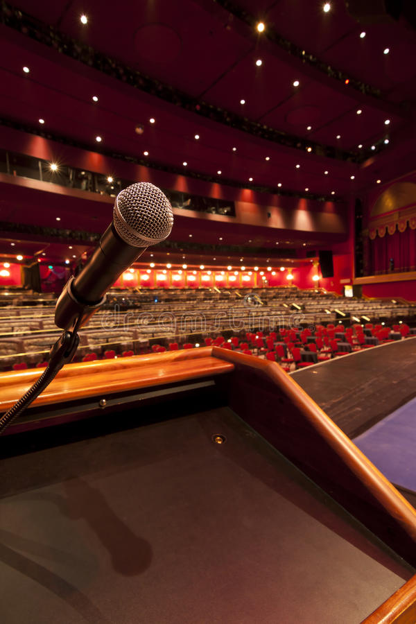 Micrófono en el podium imagen de archivo