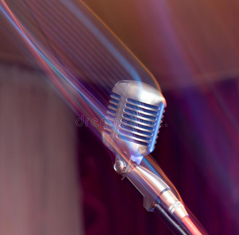 Micrófono en etapa imágenes de archivo libres de regalías