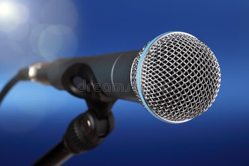 Micrófono en etapa imagen de archivo libre de regalías