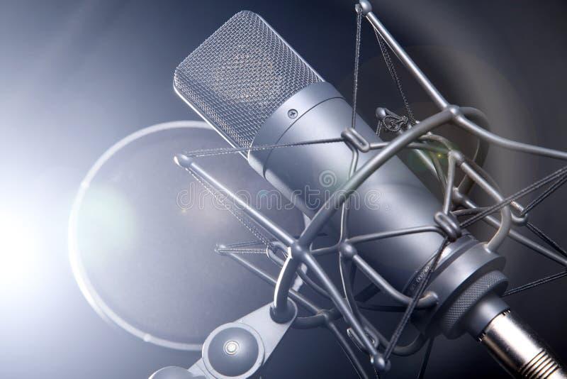 Micrófono en soporte imagen de archivo