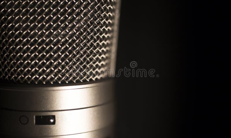 Micrófono grande profesional de la grabación de la voz del estudio del diafragma imagenes de archivo