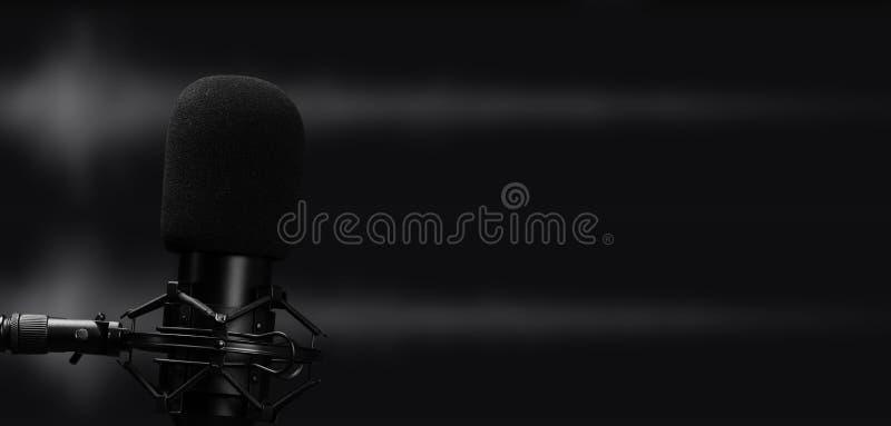 Micrófono profesional para grabación de audio en estudio imagenes de archivo