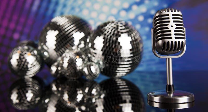 Micrófono retro del estilo, fondo de la música imagen de archivo libre de regalías