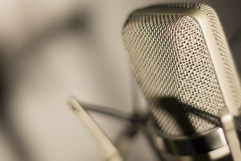 Micrófono vocal de la voz del estudio de la grabación de audio imagen de archivo