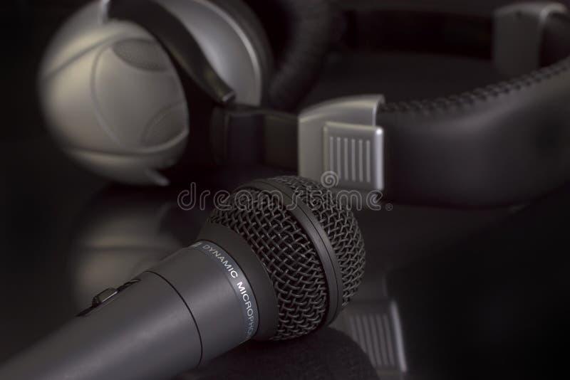 Micrófono y auriculares. imagen de archivo libre de regalías