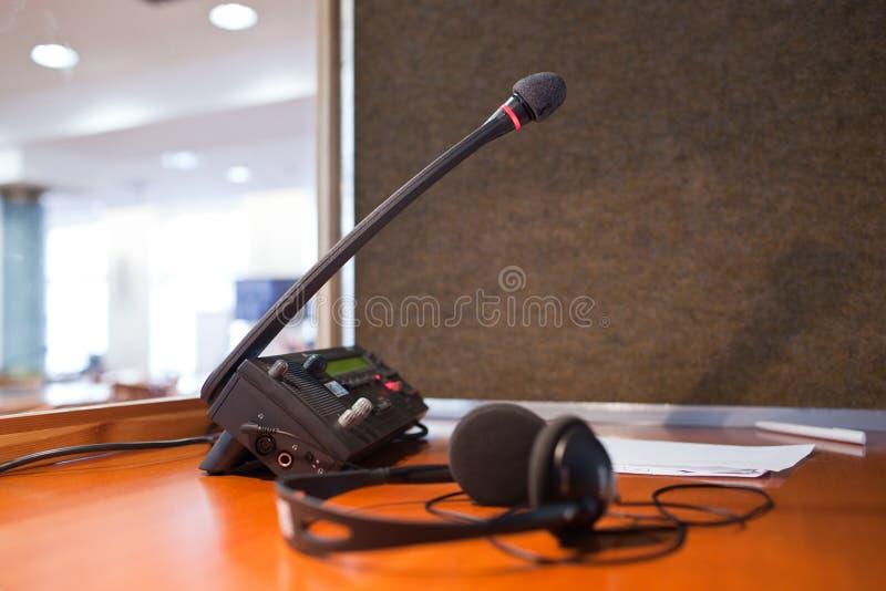 Micrófono y centralita telefónica imágenes de archivo libres de regalías