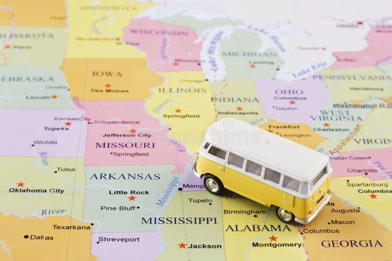 Microbús en mapa fotografía de archivo