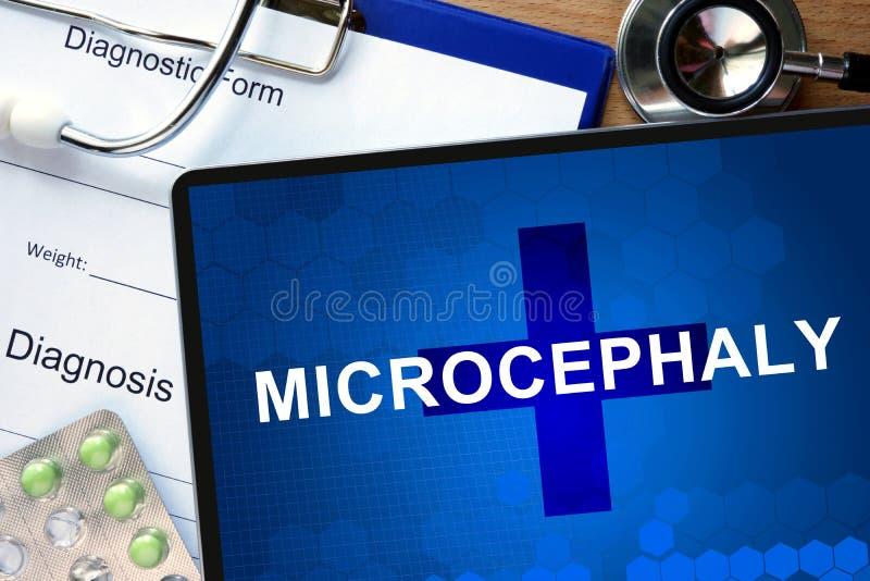 Microcefalia e estetoscópio do diagnóstico fotografia de stock