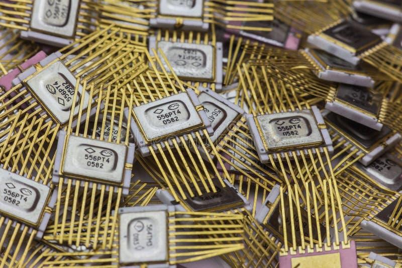 Microchip del vintage, electrónica militar, goldplated foto de archivo