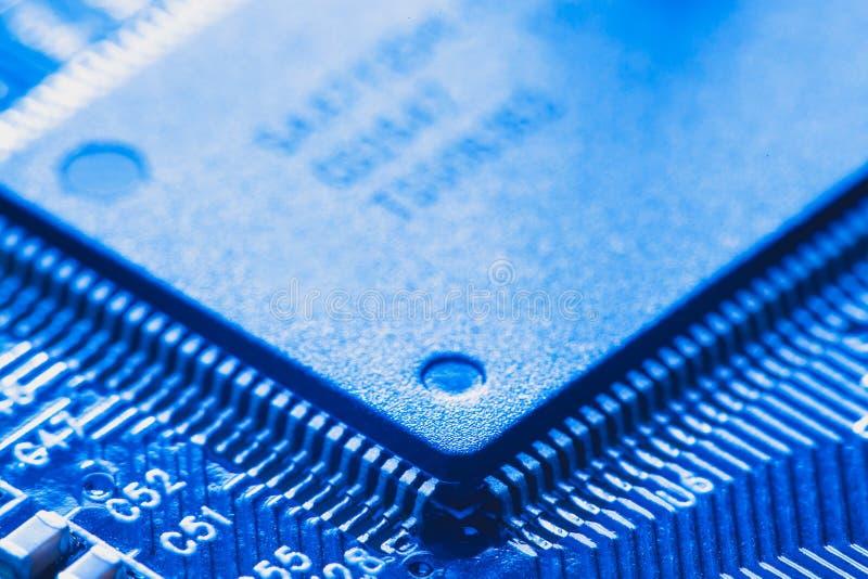 microchip integrado no cartão-matriz fotografia de stock royalty free