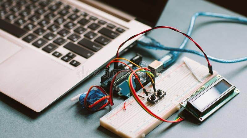 Microcontrôleur démonté de génie informatique photographie stock