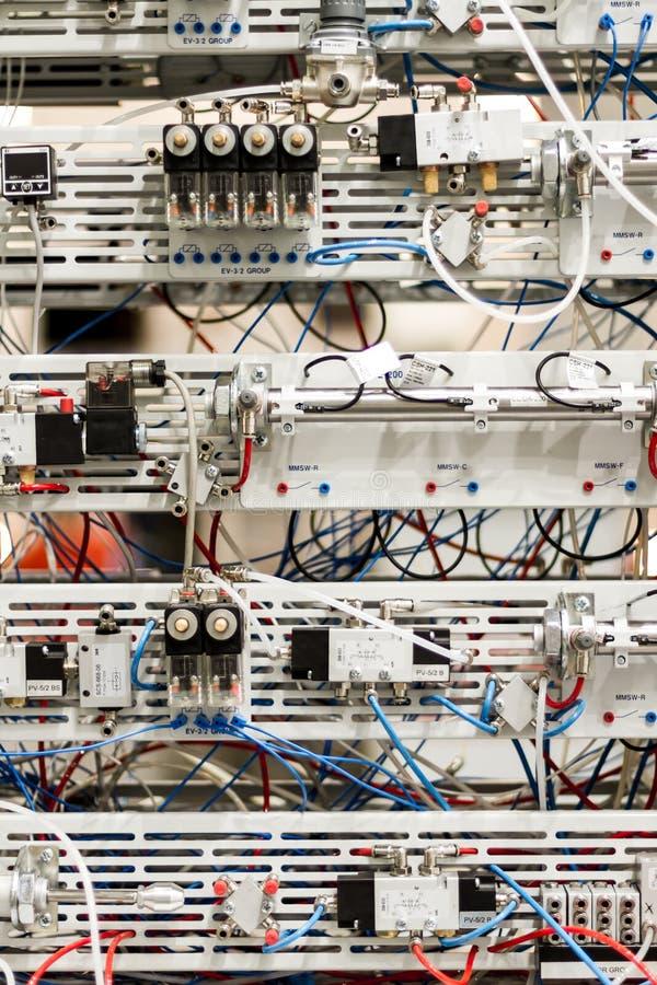 Microcontroller per i pistoni pneumatici fotografia stock libera da diritti