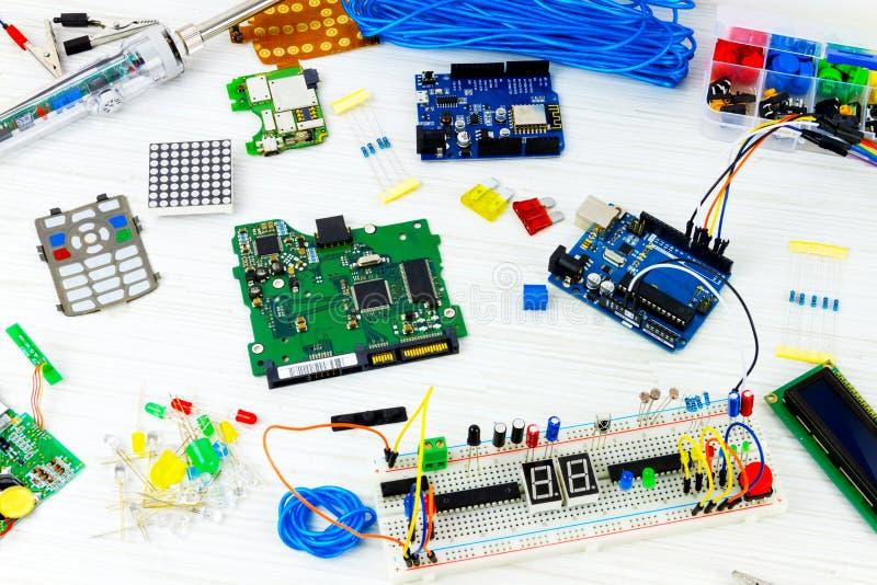 Microelectrónica de la programación informática imagen de archivo libre de regalías